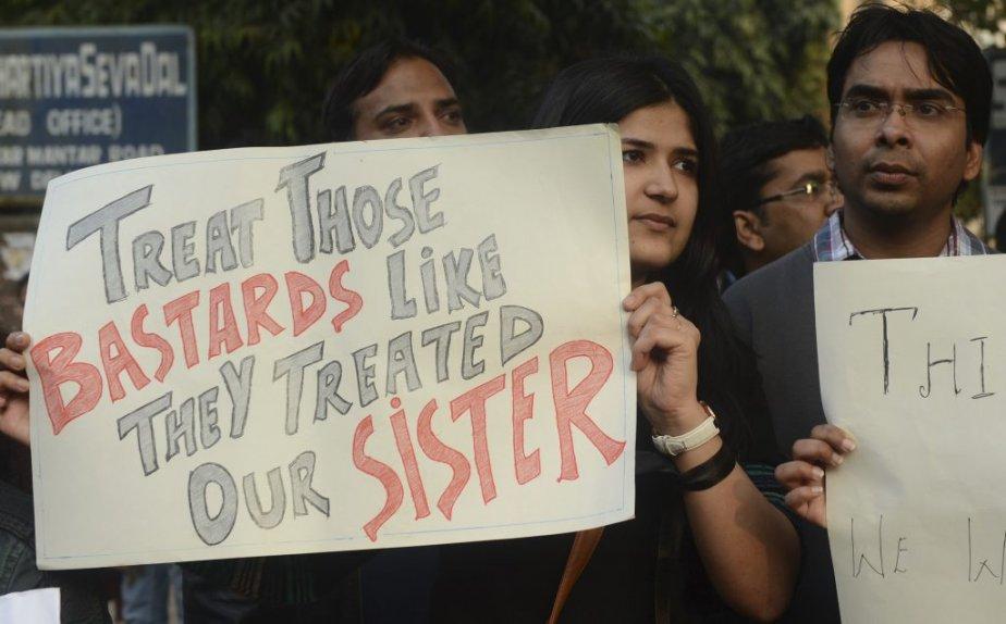 «Traitez ces salauds comme ils ont traité notre soeur», demande cette manifestante à New Delhi. | 30 décembre 2012