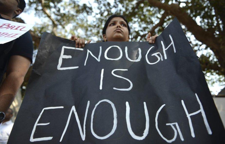 «Assez, c'est assez», dit l'affiche de cette manifestante à Bombay. | 30 décembre 2012
