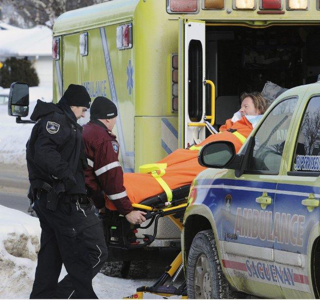 L'homme a été pris en charge par les ambulanciers et conduit au centre hospitalier de Chicoutimi afin de subir une évaluation de son état mental et physique. (Photo Mariane St-Gelais)