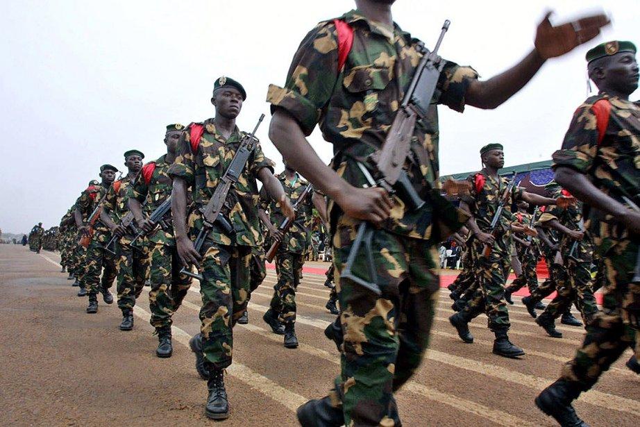 Une parade de soldats de la Centrafrique, en... (Photo: archives AFP)