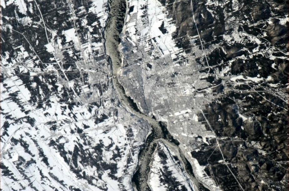 La ville de Québec, vue de la station spatiale internationale. La photo a été prise par l'astronaute canadien Chris Hadfield, le 31 décembre. | 2 janvier 2013