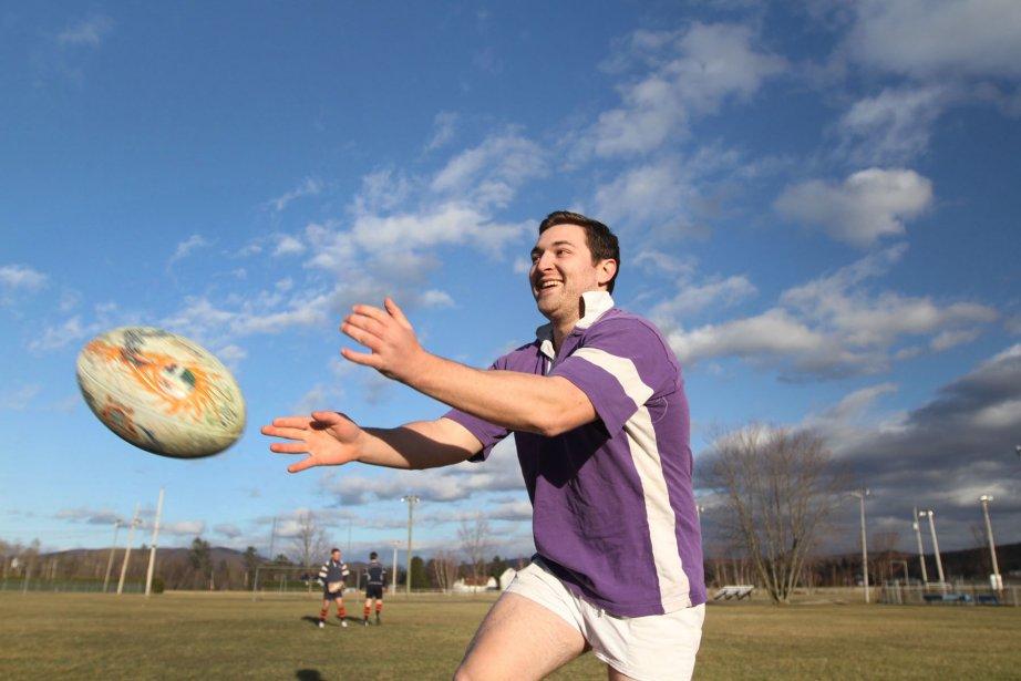 Le rugby, plus populaire que jamais dans la région. Des braves prennent part à une pratique au parc Lions de Knowlton. Malgré un sourire fendu jusqu'aux oreilles et un ciel bleu d'azur, le mercure affichait un gros 7 degrés Celsius en cette fin de journée d'avril. Brrr ! | 3 janvier 2013