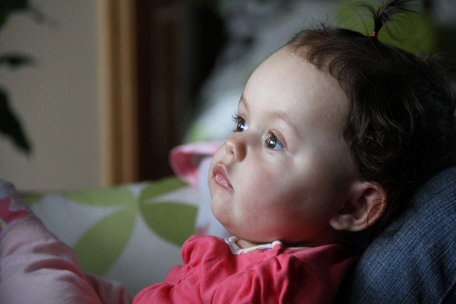 La petite Naéva est atteinte d'une maladie dégénérative de la famille des Leucodystrophies. Une maladie qui l'emportera. « La douleur que je ressens est aussi forte que l'amour inconditionnel que je porte à mon enfant », dit Josée Drapeau, la maman âgée de 29 ans. Ma rencontre la plus touchante de 2012 et une image où on retrouve tout, en une fraction de seconde, dans les yeux de Naéva. | 3 janvier 2013