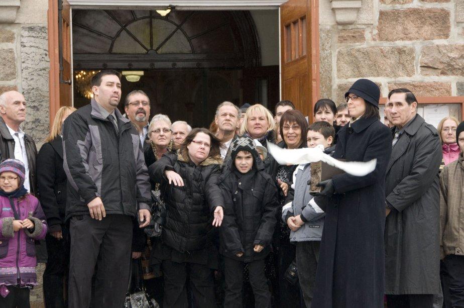 Photo prise lors des funérailles de Maxime Dion, 6 ans, mort noyé dans les eaux de la rivière Noire à Upton. Elle me rappelle la tristesse et la douleur de la famille qui était réunie en l'église Saint-Éphrem d'Upton. Je pouvais facilement ressentir le vide qui accompagne la perte d'un enfant. | 3 janvier 2013
