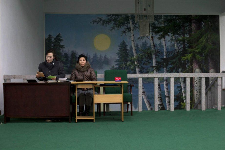 Deux caissières dans une librairie de Pyongyang | 3 janvier 2013