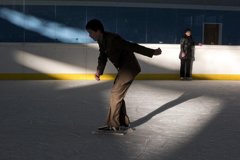 Un nord coréen profite de la nouvelle patinoire du parc de la rivière Taedong à Pyongyang. | 3 janvier 2013