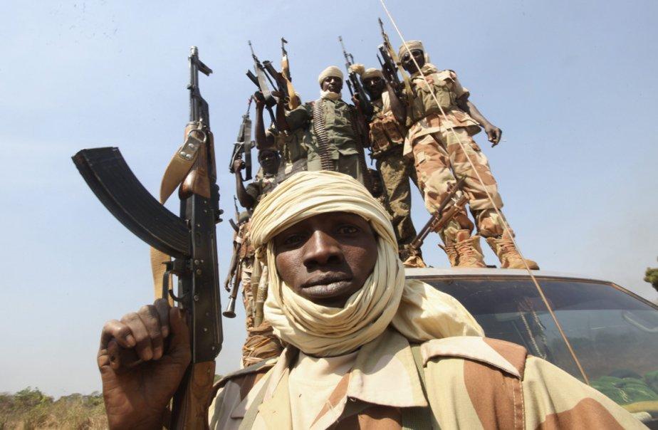 Des soldats du contingent Tchadiens de la force multinationale centre-africaine posent pour le photographe à Damara en RDC. | 3 janvier 2013