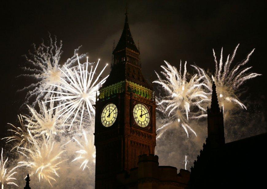 Feux D'artifice du Nouvel An derrière Big Ben à Londres. | 3 janvier 2013