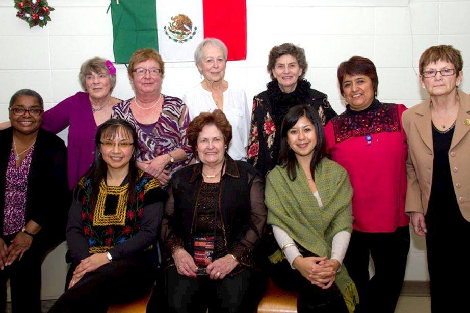 C'est dans une ambiance mexicaine qu'une soixantaine de membres du programme Voies d'action pour les aînés venus d'ailleurs ont célébré les Fêtes le 7 décembre. De gauche à droite, à l'avant: Delfina Matus, Agathe Gagné Collard et Carolina Oviedo. À l'arrière, Esther Chavannes, Louise Pigeon, Charlotte Bélanger, Diane Tremblay, Anne-Marie Corrignan, Olga Garcia Cortes et Ginette Lechasseur. | 4 janvier 2013