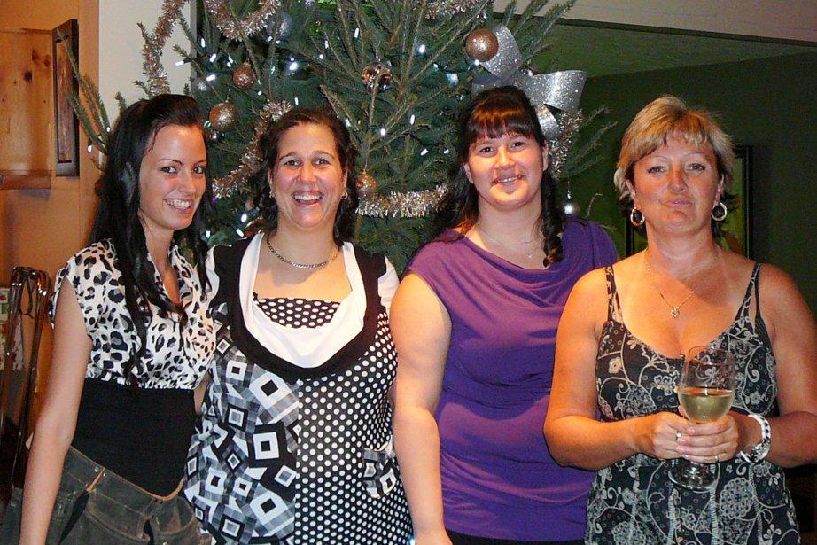 Mélanie Murray, Annick Tremblay, Christine Fortin et Sonia Gravel ont passé un très beau moment lors de leur party de Noël le 14 décembre à l'Auberge La Pignoronde, à Baie-Saint-Paul. | 4 janvier 2013