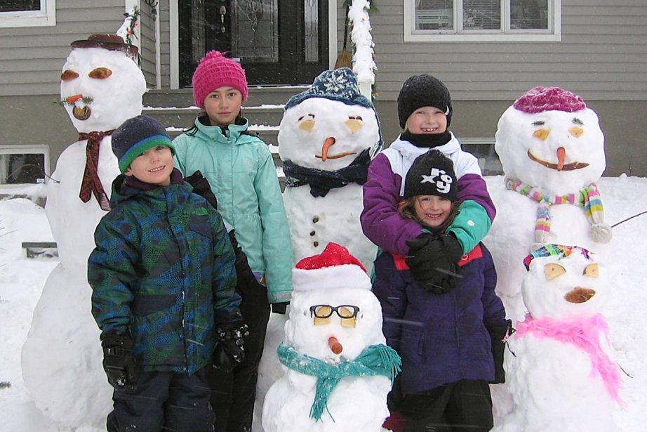 Anne-Marie Plante nous partage cette belle photo d'Hubert, Clémence, Anne-Catherine et Annabelle, en nous disant qu'à chaque fermeture d'école pour cause de tempête, il s'agit d'une belle occasion pour les enfants de la rue du Bois-Joli de se rencontrer et de jouer dans la neige. | 4 janvier 2013