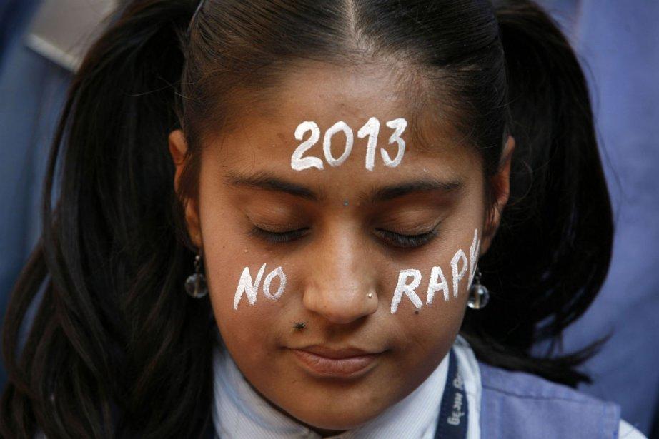 Une étudiante s'est recueillie lors d'une veillée à... (Photo Amit Dave, archives Reuters)