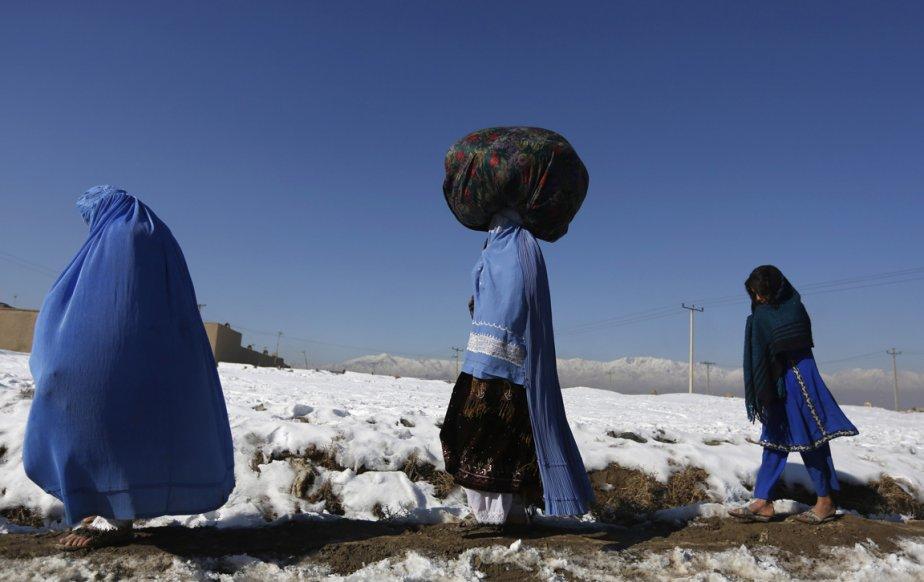 Des Afghanes se rendent au marché à Kaboul. | 7 janvier 2013
