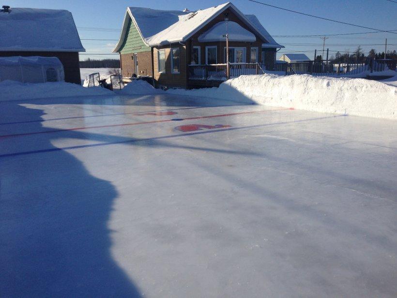 La patinoire des Robitaille, à Saint-Étienne-de-Lauzon, témoigne de leur impatience à retrouver les Nordiques! | 7 janvier 2013