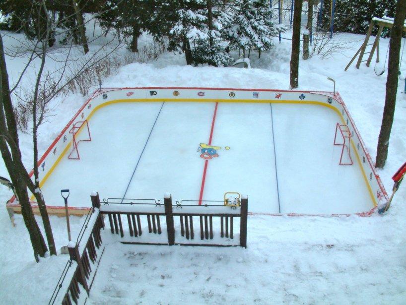 La patinoire familiale Pierre-Daniel Beaudry, de Québec, lui offre le plaisir de voir ses trois enfants y jouer. | 7 janvier 2013