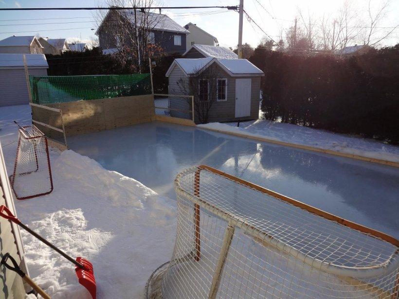 La patinoire de Sylvain Girard et Geneviève Côté, à Saint-Nicolas: que du plaisir, assurent-ils. | 7 janvier 2013