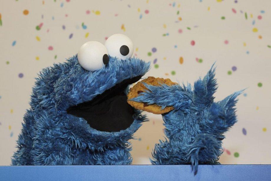 Cookie Monster, l'un des personnages de «Sesame Street», pose pour les photographes, le 7 janvier, à Hambourg, à l'occasion d'une conférence de presse soulignant le 40e anniversaire de télédiffusion en Allemagne de cette célèbre émission pour enfants. | 7 janvier 2013