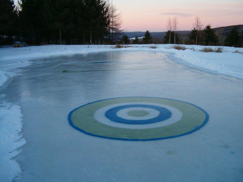 À Frampton, on joue au curling sur la patinoire de Debbie Perreault et Yvon Aubé. | 7 janvier 2013