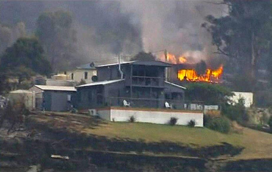 Une résidence en flammes dans la ville tasmanienne de Dunalley | 8 janvier 2013