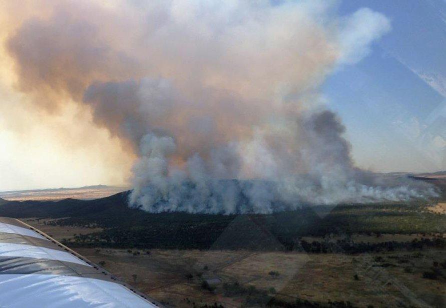 Un des 130 feux de brousse qui ravage la Nouvelle-Galles-du-Sud. | 8 janvier 2013