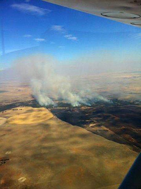 Un feu de brousse vu des airs près de Denniquin. | 8 janvier 2013