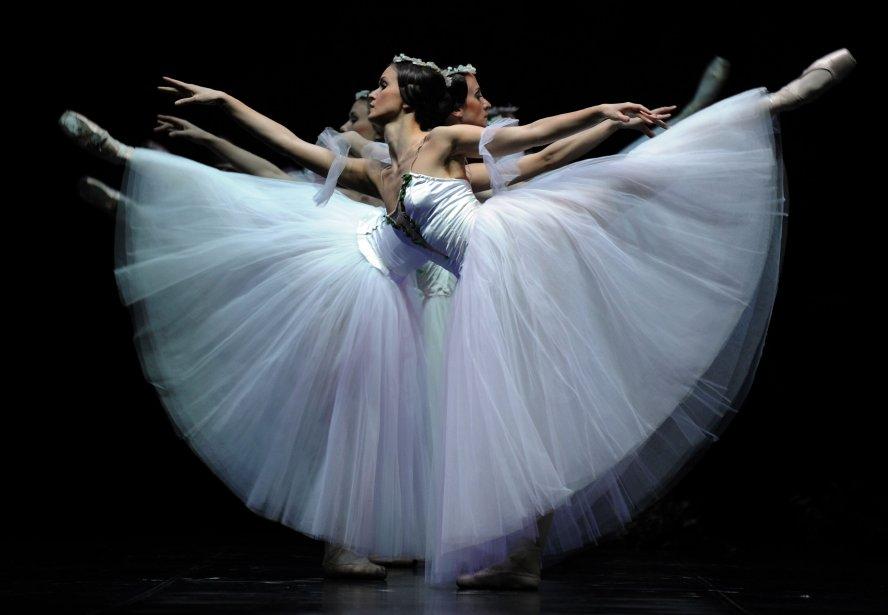 Les danseuses du Ballet national de Lettonie en répétition générale de «Giselle» au Teatro de la Maestranza, à Séville, en Espagne. | 9 janvier 2013