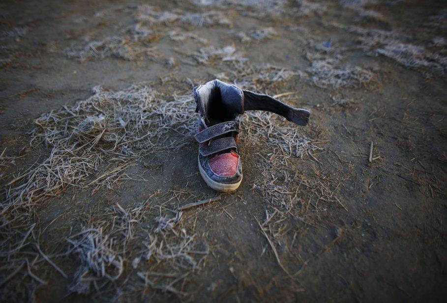 Du givre se forme sur une chaussure abandonnée par un froid matin d'hiver à Katmandou, au Népal. La température y a chuté à 0,7°C, un record depuis trois ans. | 9 janvier 2013