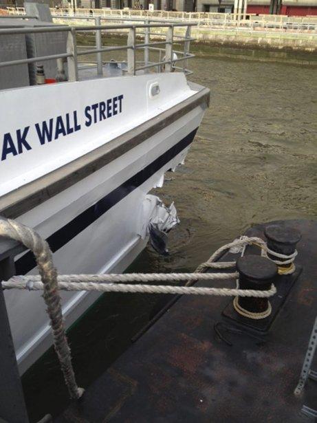 La coque endommagée du bateau. | 9 janvier 2013