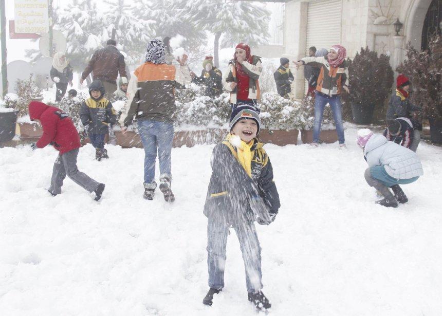 Rare occasion de jouer dans la neige pour ses enfants d'Aley au Liban | 9 janvier 2013