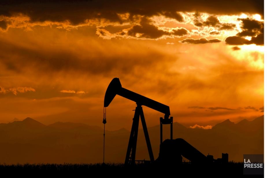 Les cours du pétrole ont terminé en nette baisse jeudi à... (Photo d'archives)