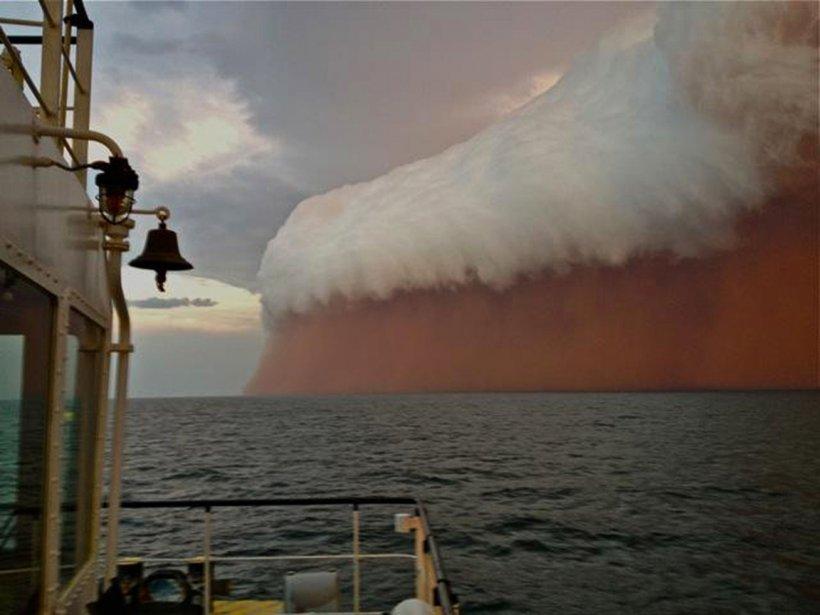 Un nuage de poussière approche la ville de Onslow sur la côte ouest de l'Australie | 11 janvier 2013