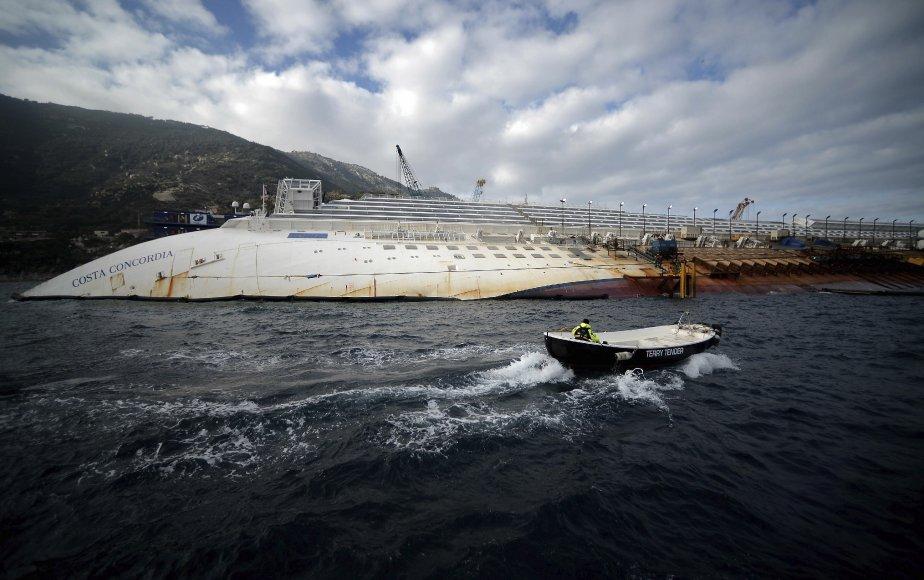Les opérations en vue du redressement et de la remise à flot du Costa Concordia, le paquebot de croisière échoué depuis un an devant l'île de Giglio, en Italie, se poursuivent à un rythme satisfaisant et le navire devrait partir de l'île vers septembre, a déclaré à l'AFP l'un des responsables du projet. | 12 janvier 2013