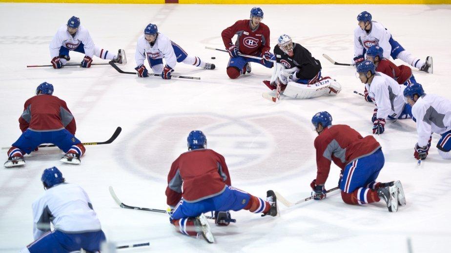 Signe que la «vie» reprend pour de bon pour les amateurs de hockey, les camps d'entraînement de la LNH commençaient aujourd'hui. On voit ici quelques joueurs du Canadien de Montréal, sur leur glace d'entraînement, à Brossard. La saison de 48 matches débute samedi prochain. | 13 janvier 2013