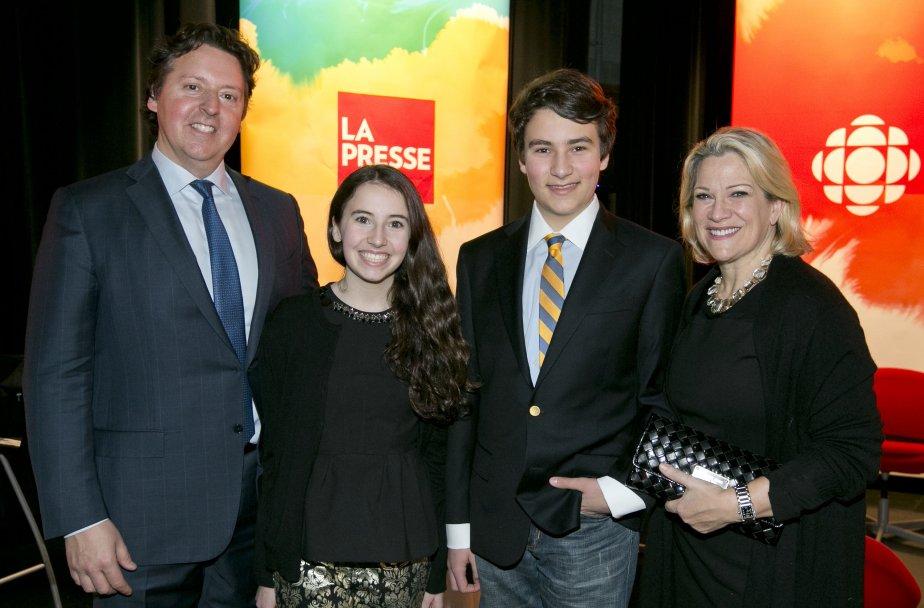 Laurent V. Joli-Coeur, lauréat dans la catégorie Personnalité de l'avenir, est entouré de sa sœur, Camille V. Joli-Coeur, et de ses parents, Vincent Joli-Coeur et Diane Vachon. | 14 janvier 2013