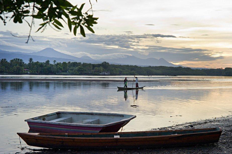 Le Salvador compte plus de 100 volcans dont les 5 dans cette photo qui sont toujours actifs: (de droite à gauche) l'Izalco, le Cerro Verde, le Santa Ana, le Lel Aguila et le Cachillo. (Photo: David Boily, La Presse)