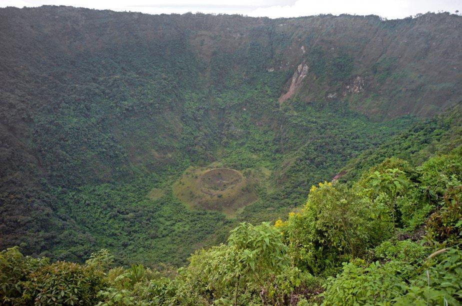 Le parc El Boqueron au sommet du volcan San Salvador (El Gigante) où on a une vue du gigantesque cratère du volcan. Avant l'éruption du 7 juin 1917, ce cratère était rempli d'eau. (Photo: David Boily, La Presse)