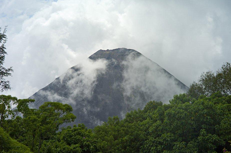 Du haut du volcan de Cerro Verde, on peut observer le volcan de Izalco. (Photo: David Boily, La Presse)