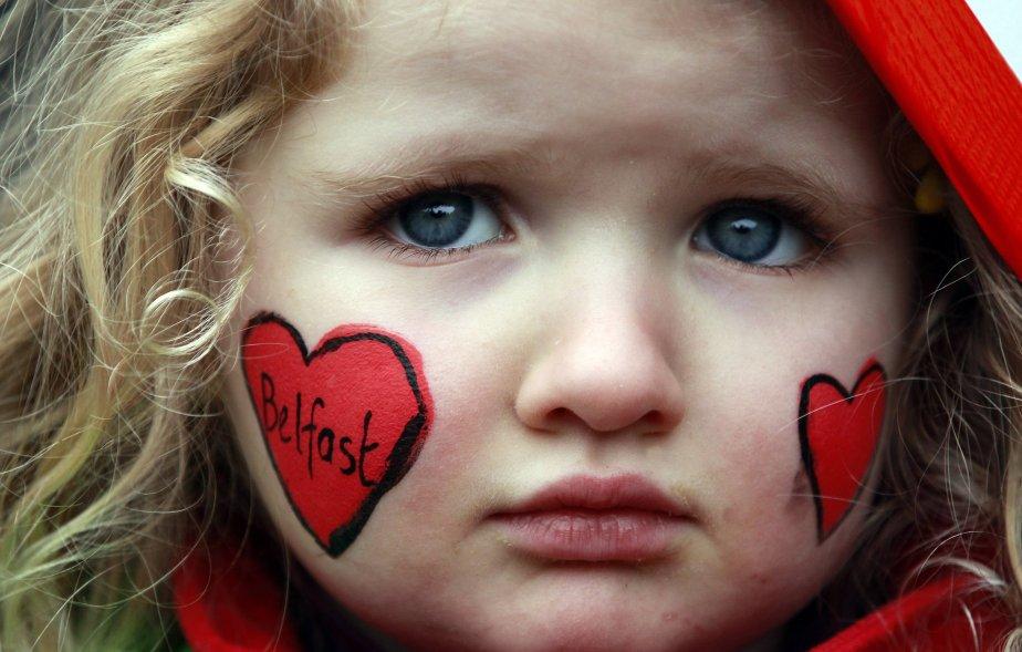 Holly Reynolds, 4 ans, lors d'un rassemblement pour la paix à l'hôtel de ville de Belfast. | 14 janvier 2013
