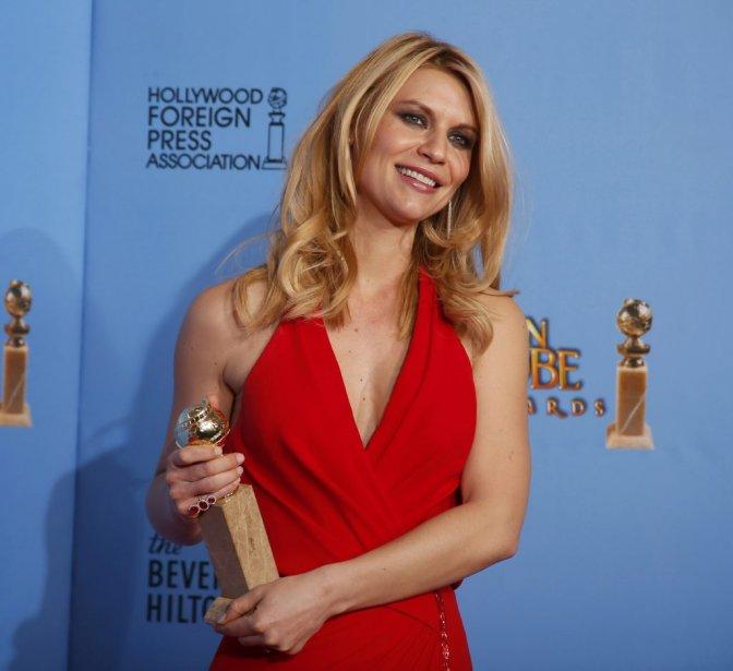 Sans aucune trace de son accouchement il y a un mois à peine, Claire Danes portait une robe d'un rouge orangé créée par Versace. L'actrice de 33 ans est la vedette de la série à succès «Homeland». | 14 janvier 2013