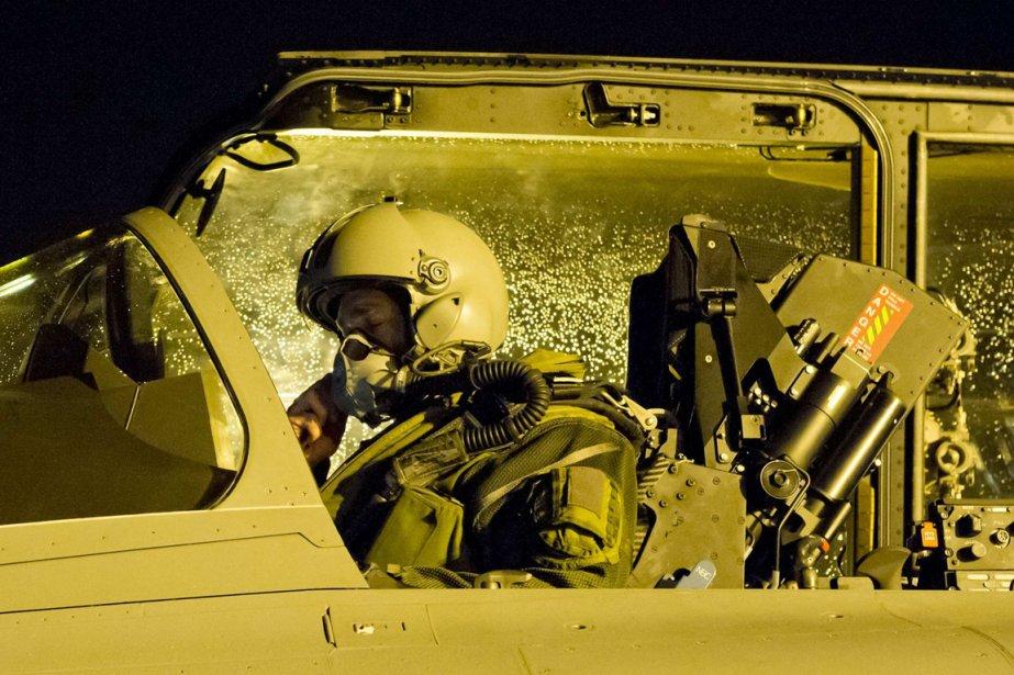 Un pilote de rafale se prépare au décollage à la base militaire de St-Dizier en France | 14 janvier 2013