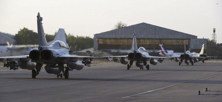 Des rafales de l'armée francaise sur une piste d'atterissage au à Ndjamena au Tchad | 14 janvier 2013