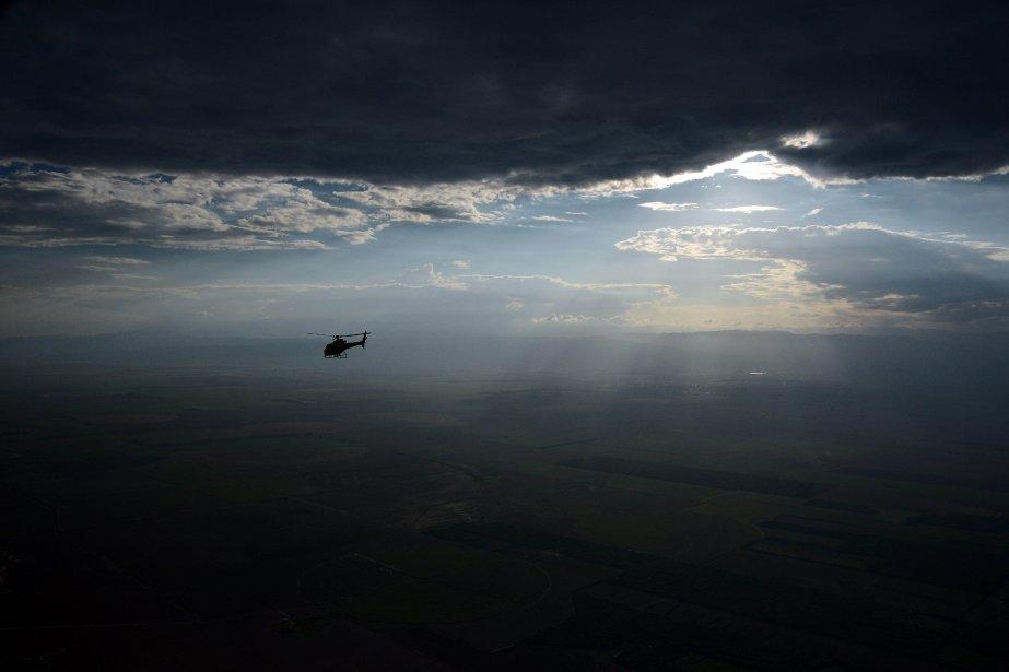 Un hélicoptère survole Tucuman avant la neuvième étape du Dakar 2013 entre Tucuman et Cordoba, en Argentine. Le rallye se déroule au Pérou, en Argentine et au Chili du 5 au 20 Janvier. | 15 janvier 2013
