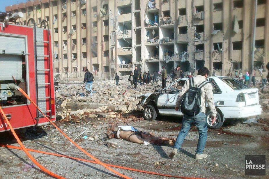 L'origine de l'explosion est incertaine. Des militants anti-régime... (PHOTO AFP)