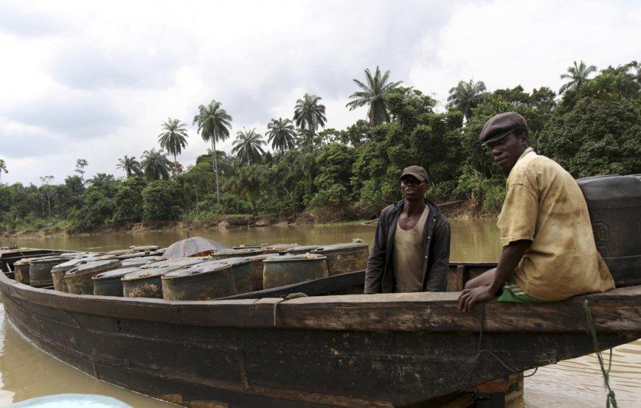 Transport de baril de pétrole volé vers le site d'une raffinerie illégale. | 15 janvier 2013