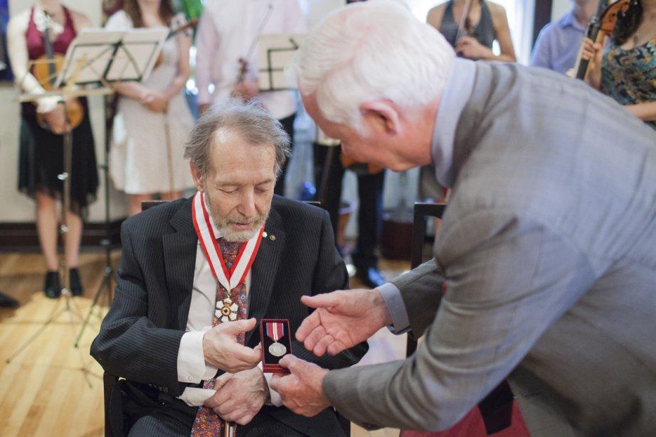 Le violoncelliste et chef d'orchestre Yuli Turovsky a reçu l'insigne d'Officier de l'Ordre du Canada au cours d'une cérémonie à son domicile. (Photo: Édouard Plante-Fréchette, archives La Presse)