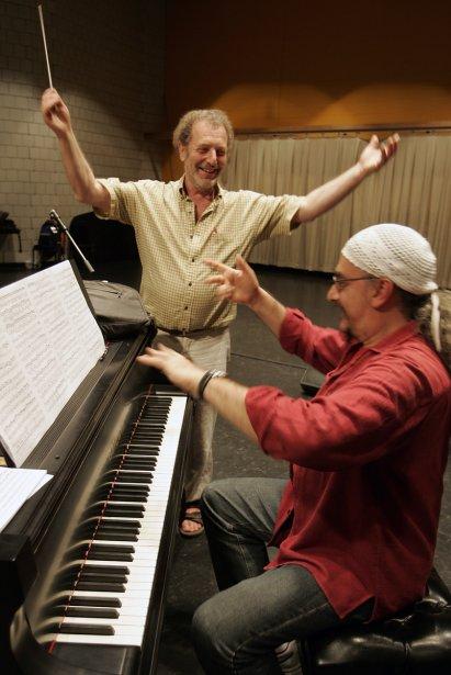 Egberto Gismonti, pianiste, et le chef d'orchestre Yuli Turovsky en répétition à la Place des Arts dans le cadre du Festival de jazz de Montréal en 2004. (Photo: André Pichette, archives La Presse)