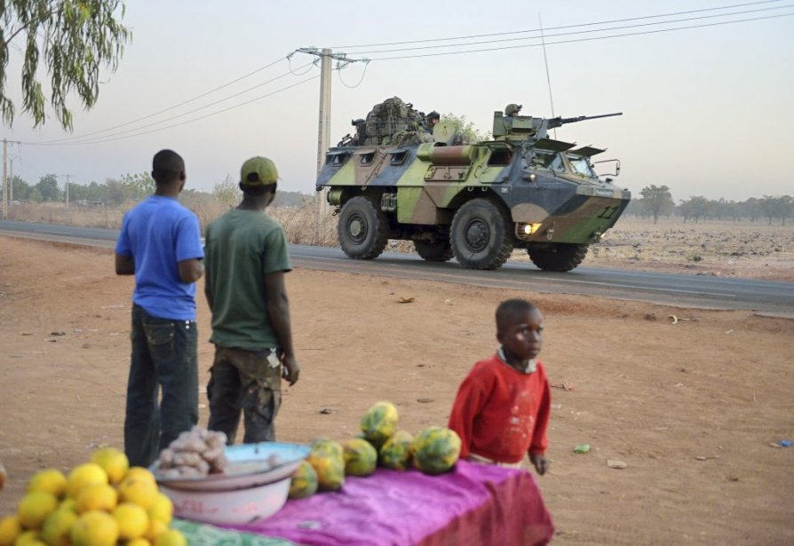 Le ministre des Affaires étrangères, John Baird, accueillera les... (Photo AFP)
