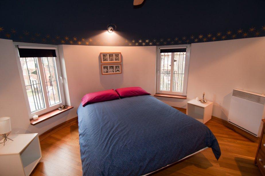 La tourelle abrite une chambre au plafond conique. | 17 janvier 2013