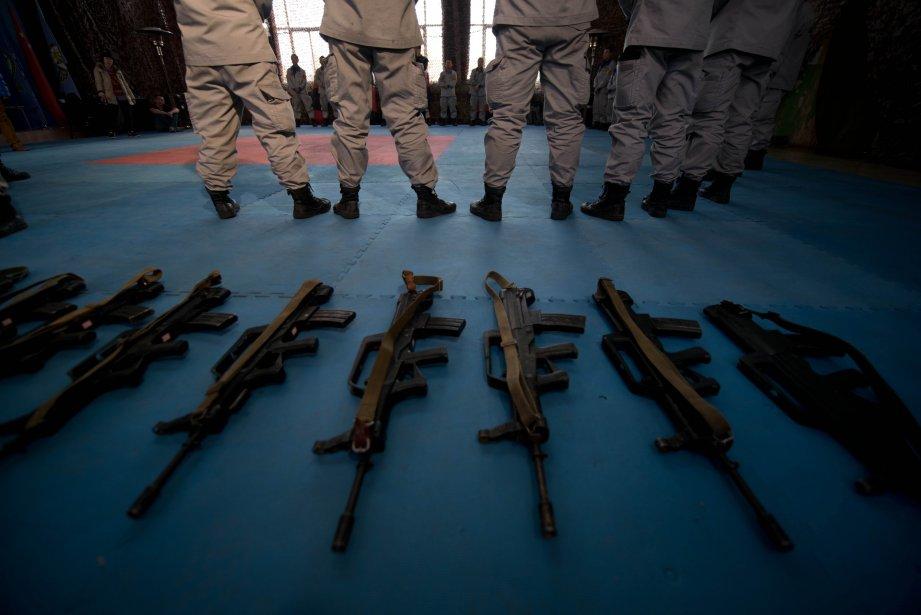 Des fusils d'assaut et des gardes du corps en formation à l'Académie de Gengis sécurité, à Pékin. | 18 janvier 2013