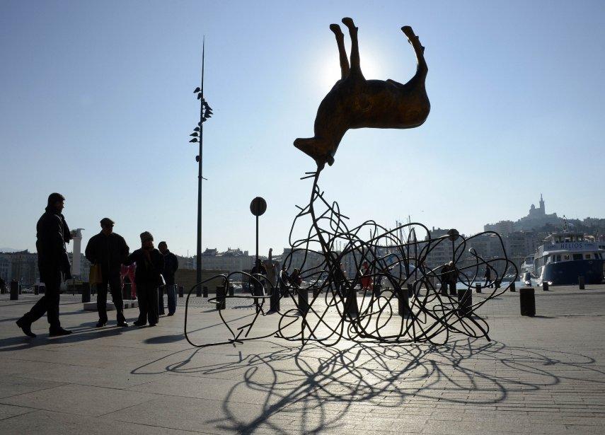 Une sculpture de l'artiste Luc Dubosc au vieux port de Marseille dans le cadre de l'exposition FunnyZoo. Cette exposition fait partie des activités qui soulignent la désignation de Marseille comme capitale européenne de la culture pour 2013. | 18 janvier 2013